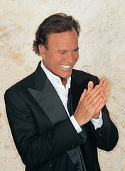 Julio Iglesias (Wikipedia)